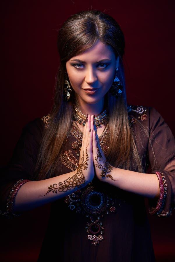 Retrato de la bella arte del indio hermoso de la moda fotos de archivo