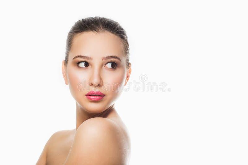 Retrato de la belleza de la cara femenina con la piel natural El balneario, cuidado, compone, frescura imagen de archivo libre de regalías