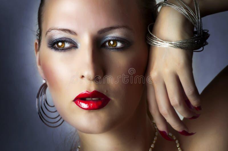 Retrato de la belleza de la manera de la muchacha atractiva. foto de archivo