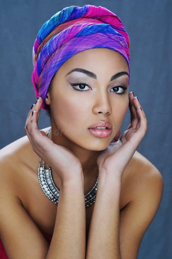 Retrato de la belleza de la muchacha hermosa de la raza mixta imagen de archivo libre de regalías