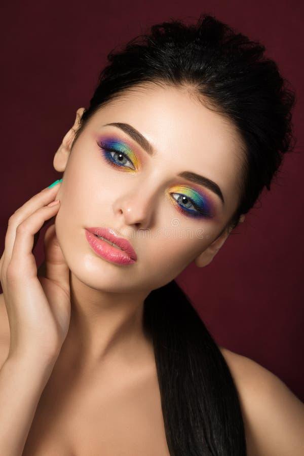 Retrato de la belleza de la mujer con maquillaje colorido del ojo fotos de archivo libres de regalías