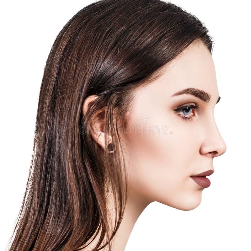 Retrato de la belleza de la mujer joven en perfil imagen de archivo libre de regalías