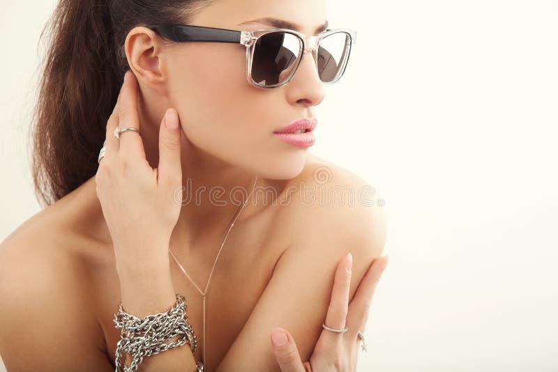 Retrato de la belleza de las gafas de sol fotos de archivo