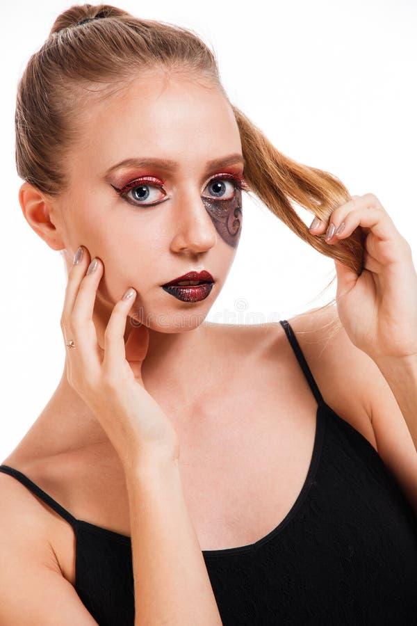 Retrato de la belleza de una chica joven con un maquillaje de las escalas imágenes de archivo libres de regalías