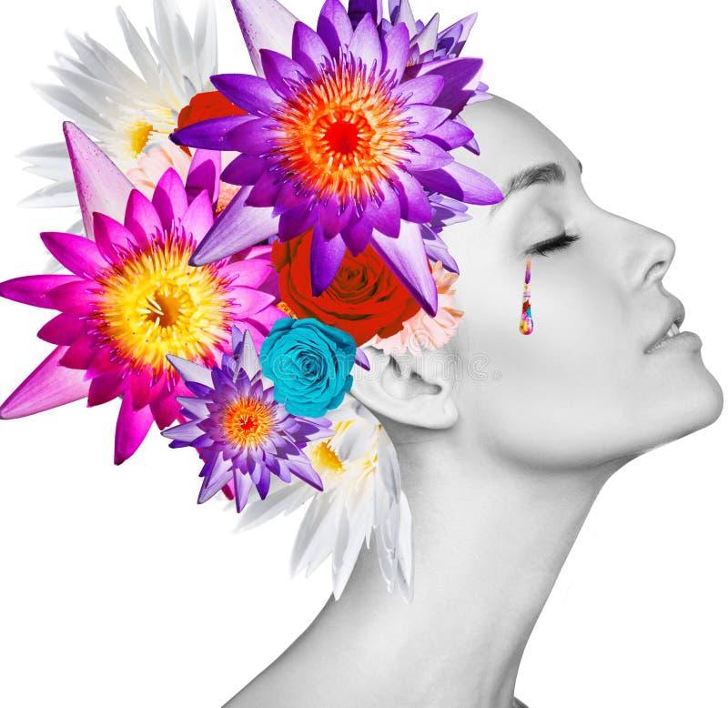 Retrato de la belleza de la mujer joven con las flores coloridas fotografía de archivo libre de regalías