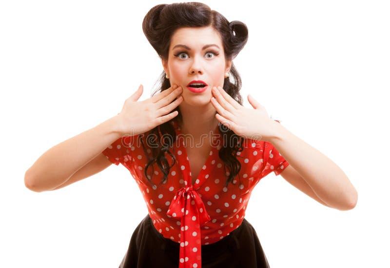 Retrato de la boca chocada sorprendida de la cubierta de la muchacha con las manos. Retro. fotografía de archivo libre de regalías