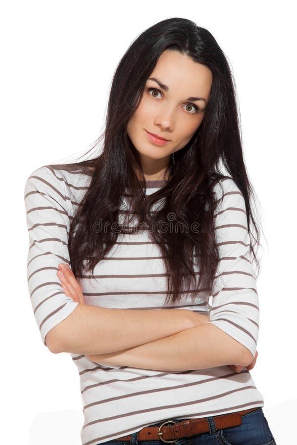 Retrato de la camiseta rayada que lleva de la mujer triguena hermosa fotografía de archivo