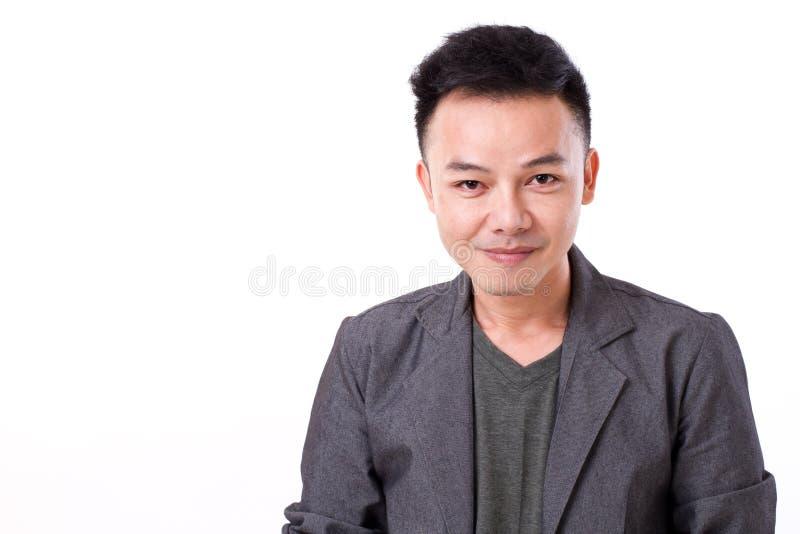 Retrato de la cara asiática confiada, feliz, positiva del hombre imagen de archivo libre de regalías