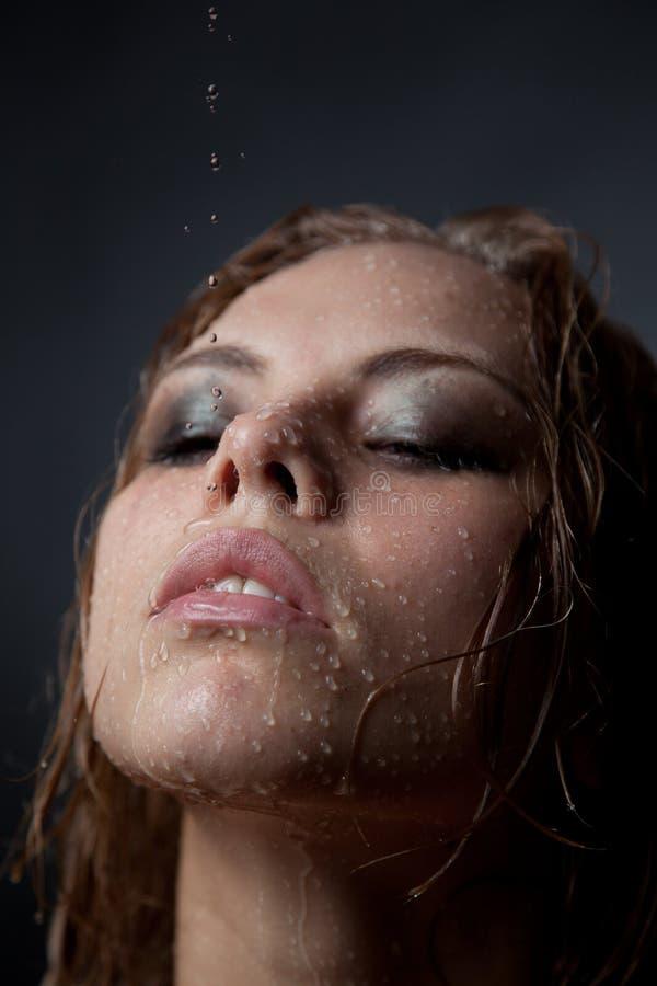 Retrato de la cara de una muchacha que corrientes imagen de archivo
