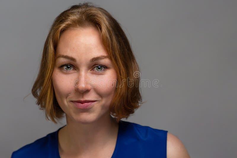 Retrato de la cara de la mujer de la belleza Mujer modelo hermosa con los labios limpios frescos perfectos del color de piel Juve fotografía de archivo libre de regalías