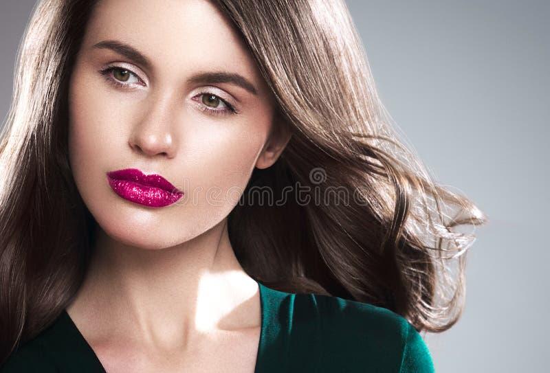 Retrato de la cara de la mujer de la belleza Muchacha hermosa del modelo del balneario con el perfec fotos de archivo libres de regalías
