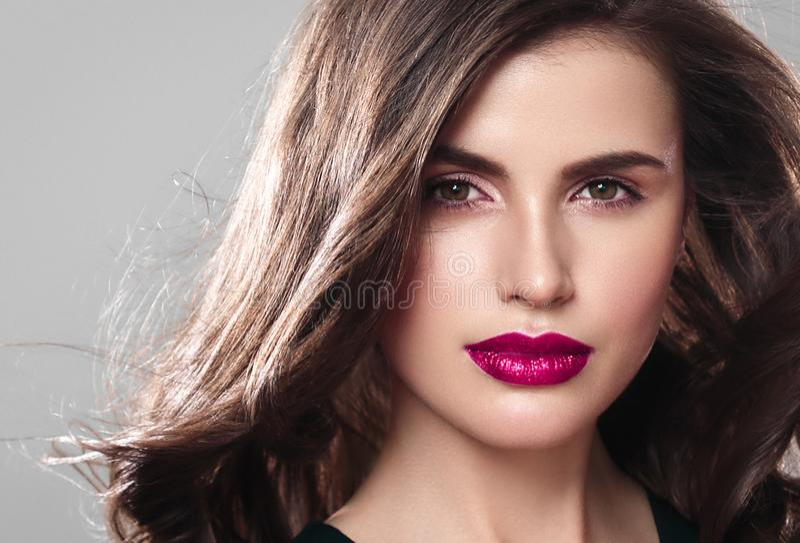 Retrato de la cara de la mujer de la belleza Muchacha hermosa del modelo del balneario con el perfec fotografía de archivo libre de regalías