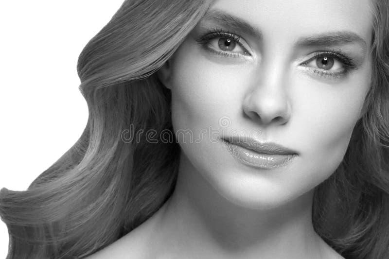 Retrato de la cara de la mujer de la belleza Muchacha hermosa del modelo del balneario con la piel limpia fresca perfecta foto de archivo libre de regalías