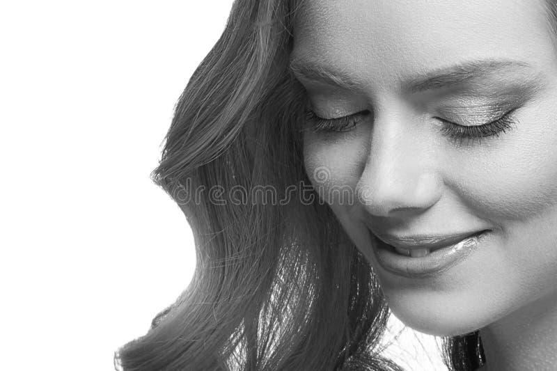 Retrato de la cara de la mujer de la belleza Muchacha hermosa del modelo del balneario con la piel limpia fresca perfecta imagenes de archivo