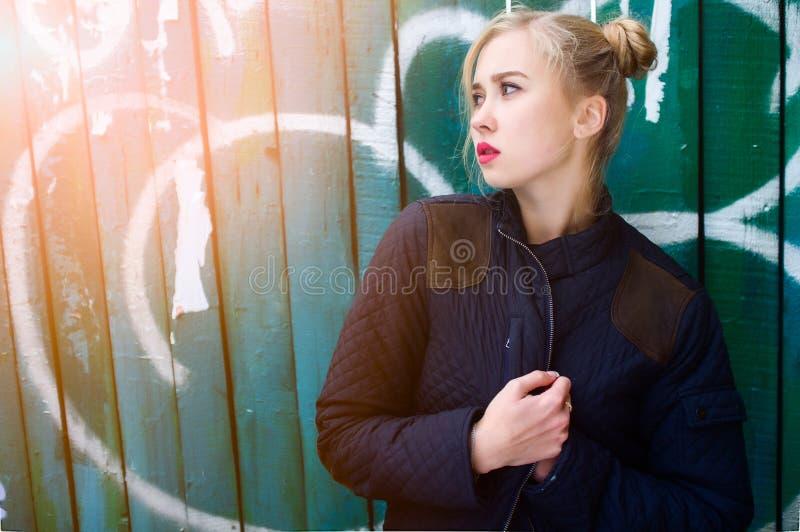 Retrato de la chica joven fotos de archivo