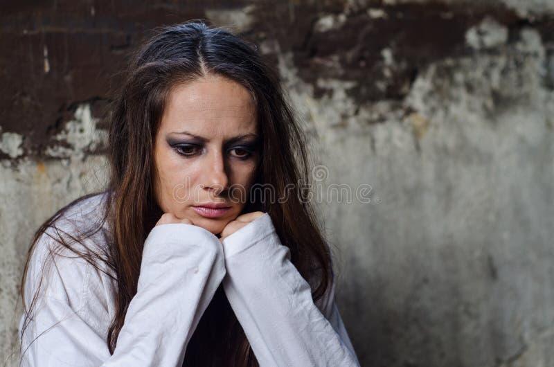 Retrato de la chica joven deprimida imagen de archivo libre de regalías