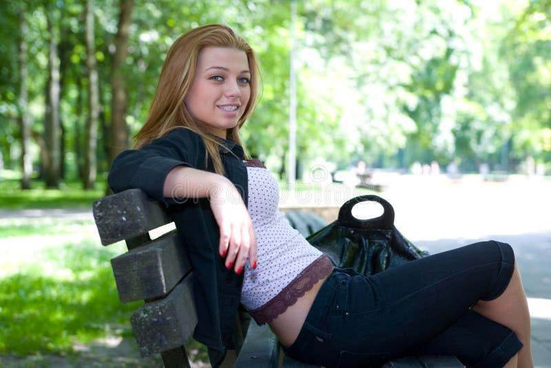 Retrato de la chica joven hermosa foto de archivo libre de regalías