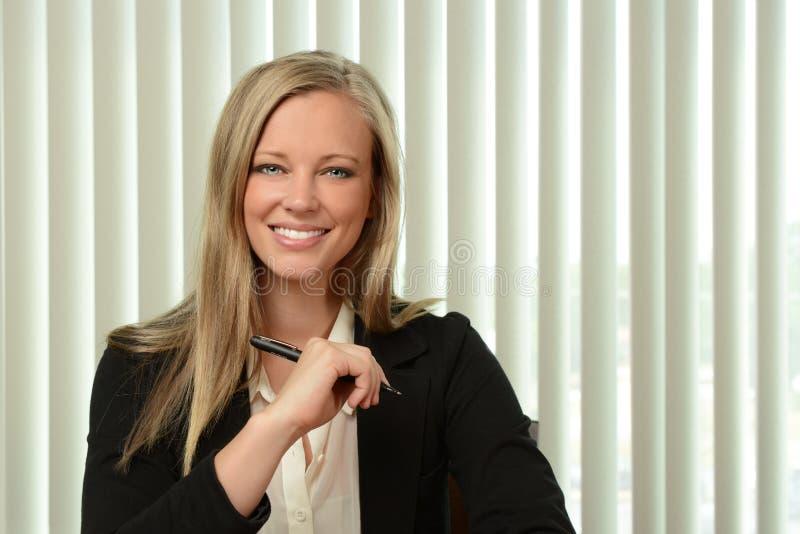 Retrato de la empresaria Smiling foto de archivo libre de regalías