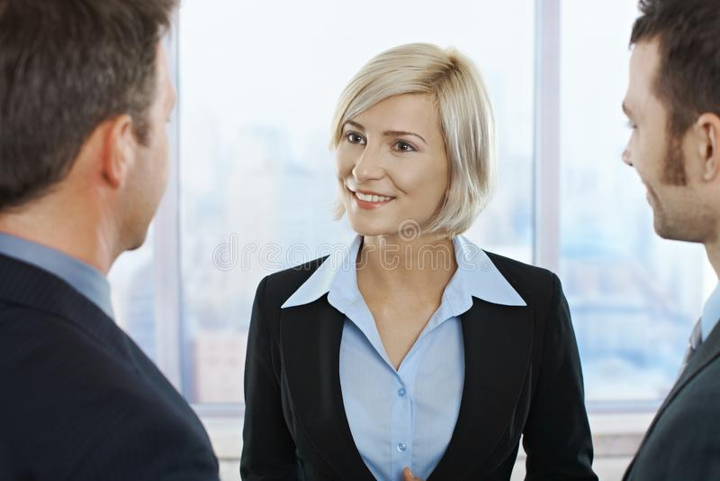 Retrato de la empresaria sonriente foto de archivo libre de regalías