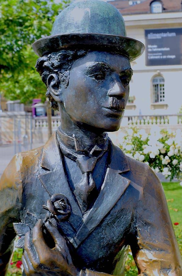 Retrato de la estatua de Charlie Chaplin en Vevey en el sol imagen de archivo