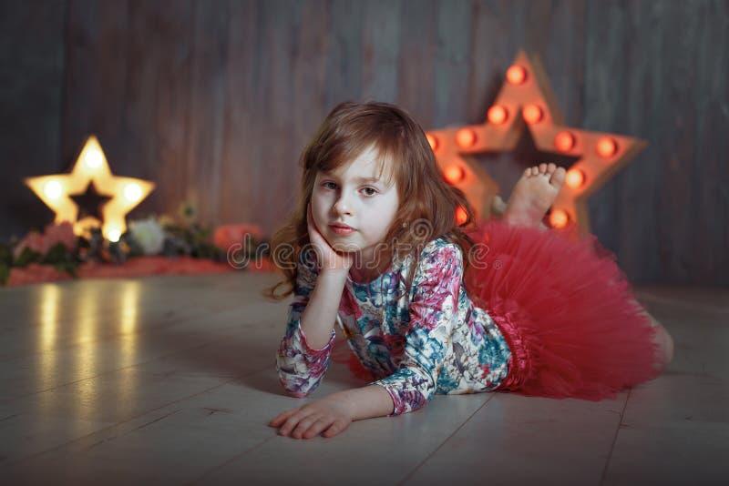 Retrato de la estrella de la escena de la niña foto de archivo libre de regalías