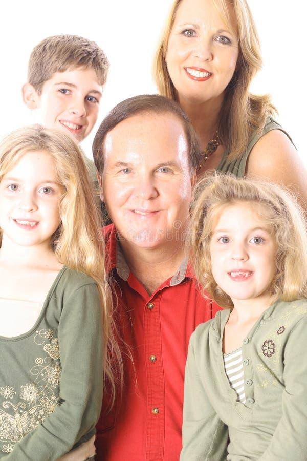 Retrato De La Familia Aislado En La Vertical Blanca Foto De Archivo