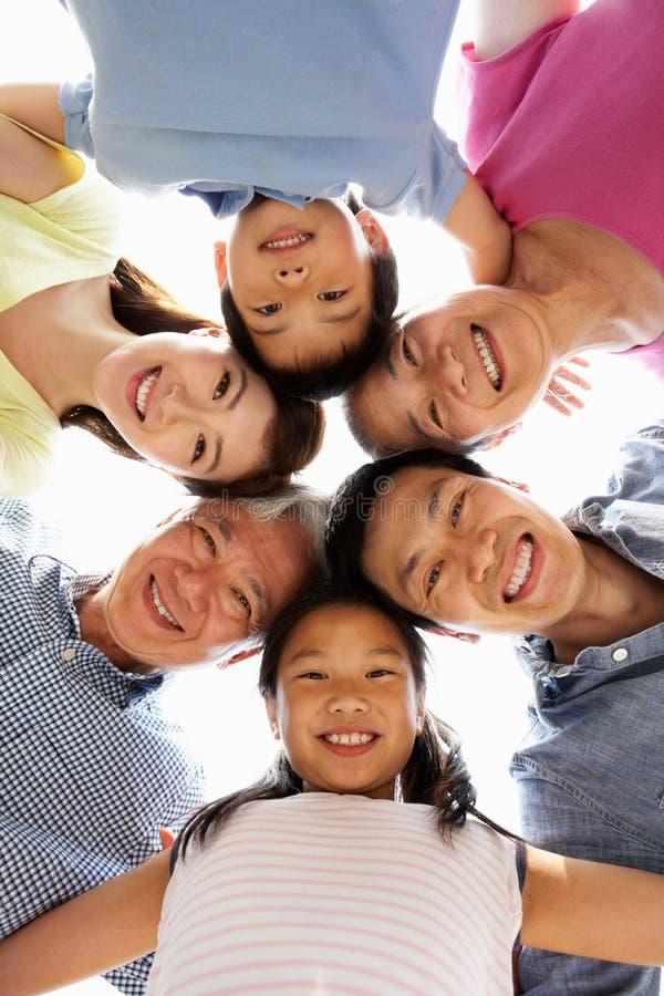 Retrato de la familia china multigeneración foto de archivo