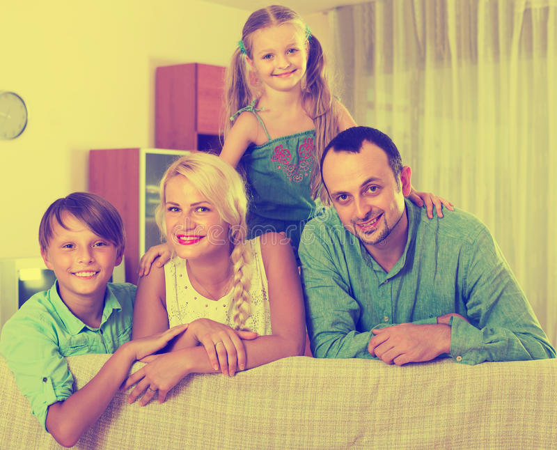 Retrato de la familia de clase media imagen de archivo libre de regalías