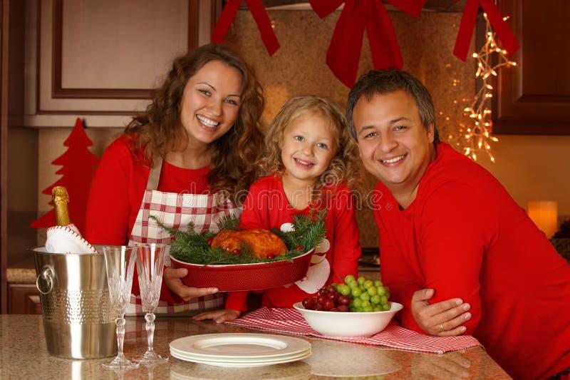 Retrato de la familia del día de fiesta de la Navidad fotos de archivo