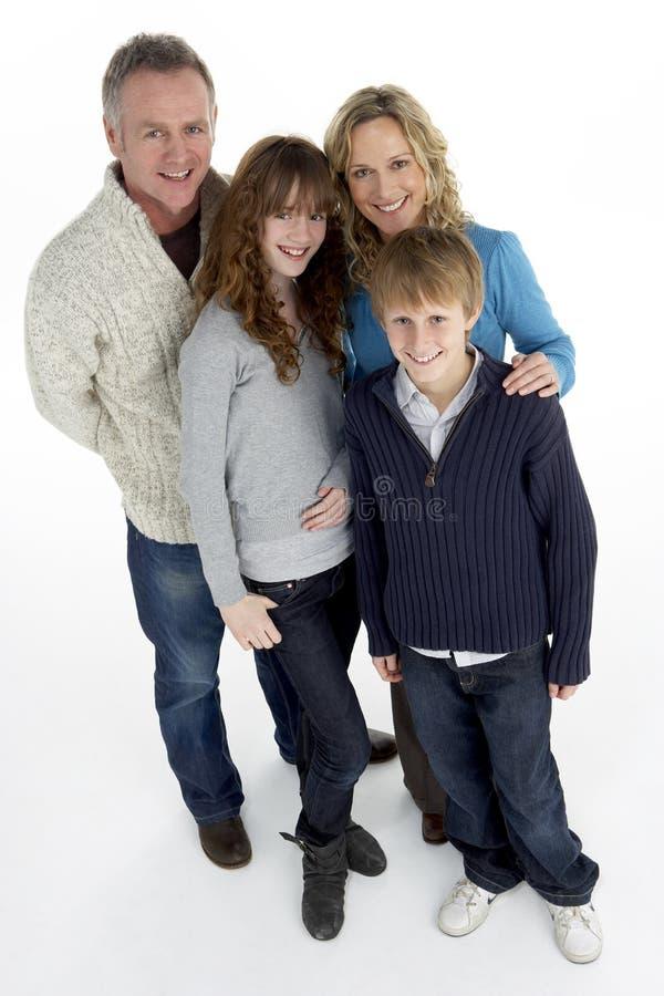 Retrato de la familia en estudio foto de archivo