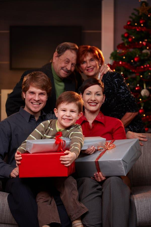 Retrato de la familia en la Navidad foto de archivo