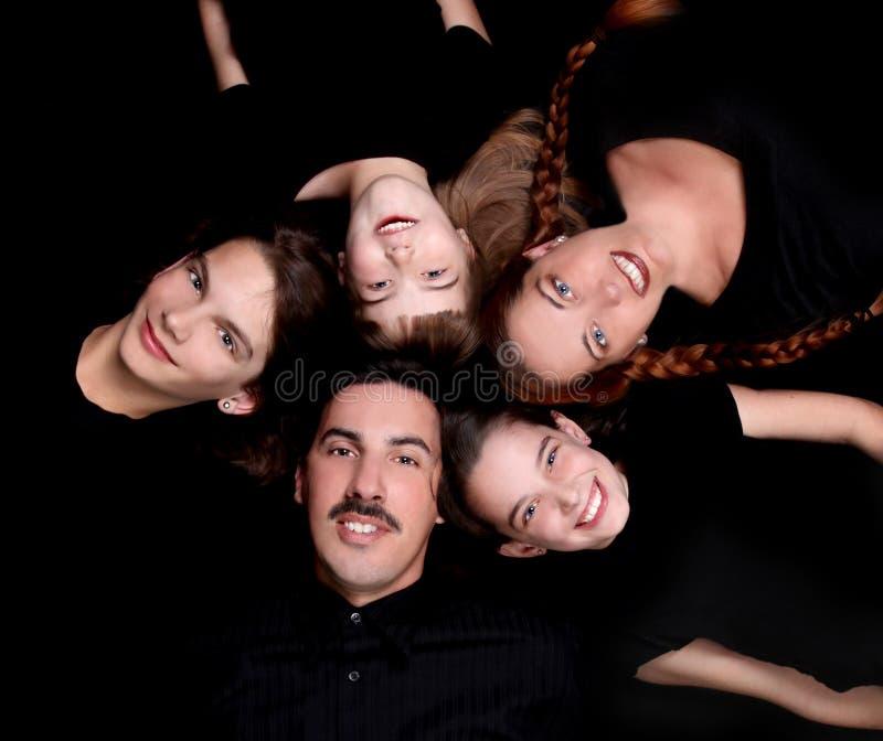 Retrato de la familia feliz con 5 miembros fotos de archivo