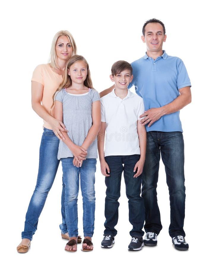 Retrato de la familia feliz en el fondo blanco imagenes de archivo