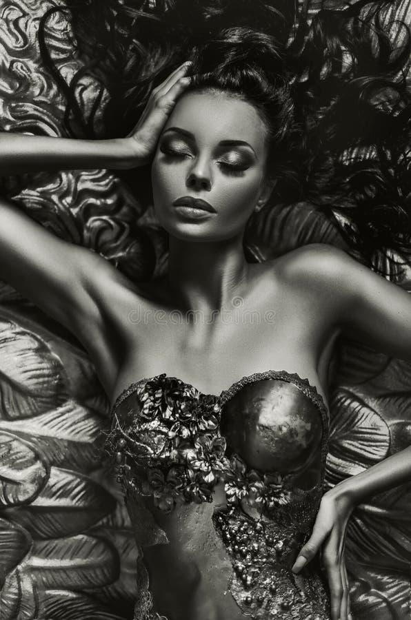 Retrato de la fantasía de una mujer de fascinación imagenes de archivo