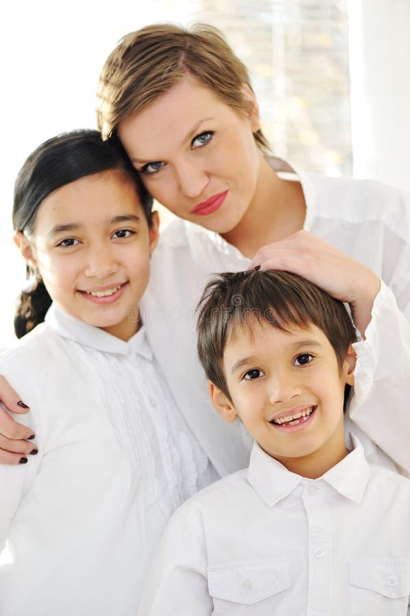 Retrato de la hija y del hijo felices de la madre imagen de archivo libre de regalías