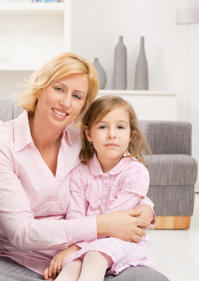 Retrato de la madre con la hija foto de archivo