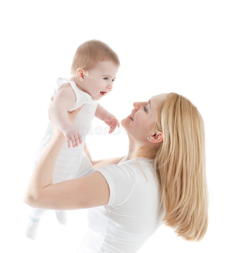 Retrato de la madre feliz con el bebé alegre imágenes de archivo libres de regalías