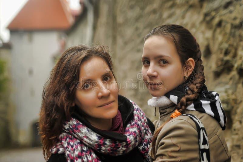 Retrato de la madre y de la hija imagen de archivo libre de regalías
