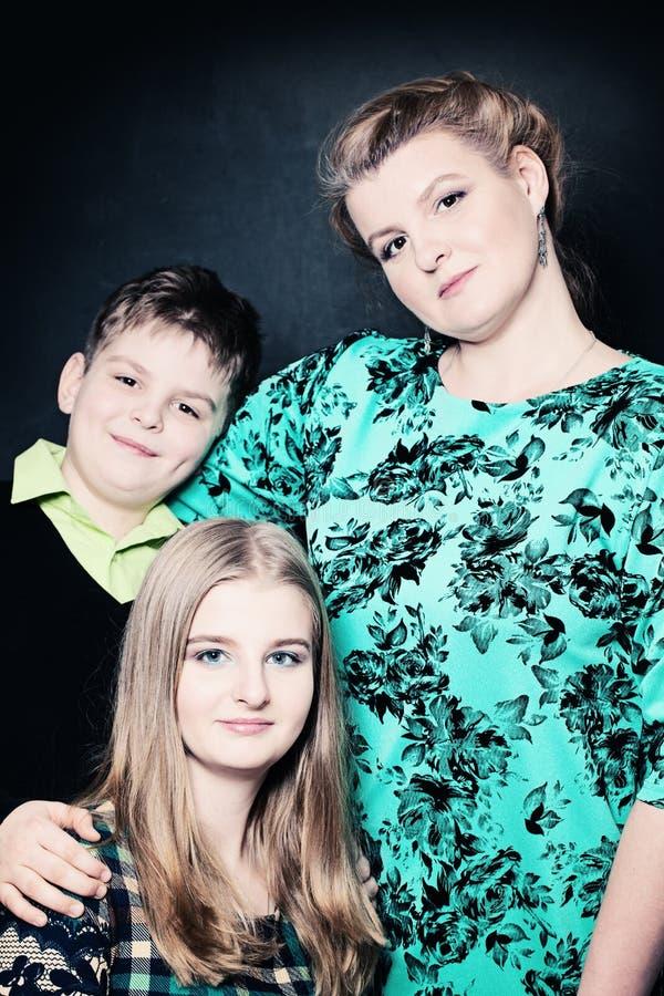 Retrato de la madre y de niños Gente verdadera imagen de archivo