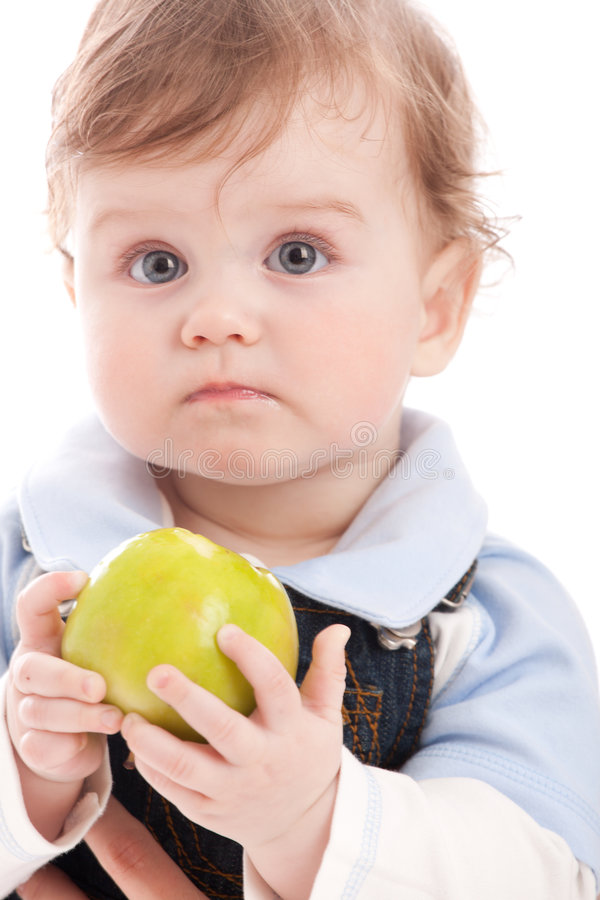 Retrato de la manzana adorable del verde del asimiento del bebé fotografía de archivo libre de regalías