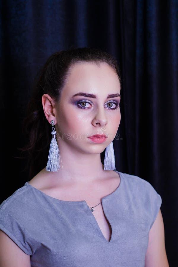 Retrato de la moda de la mujer caucásica hermosa joven fotografía de archivo libre de regalías