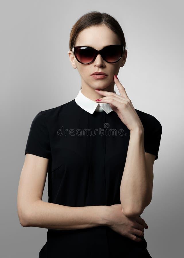 Retrato de la moda de la mujer de la voga foto de archivo