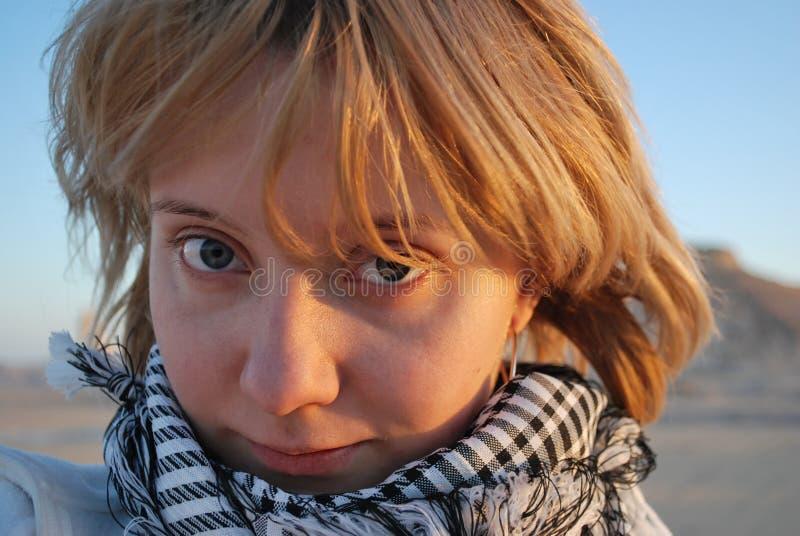 Retrato de la muchacha al aire libre foto de archivo libre de regalías