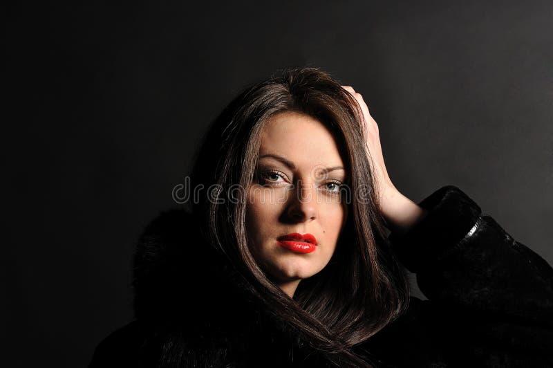Retrato de la muchacha atractiva hermosa fotografía de archivo libre de regalías