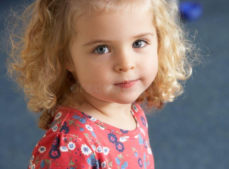 Retrato de la muchacha bonita fotografía de archivo