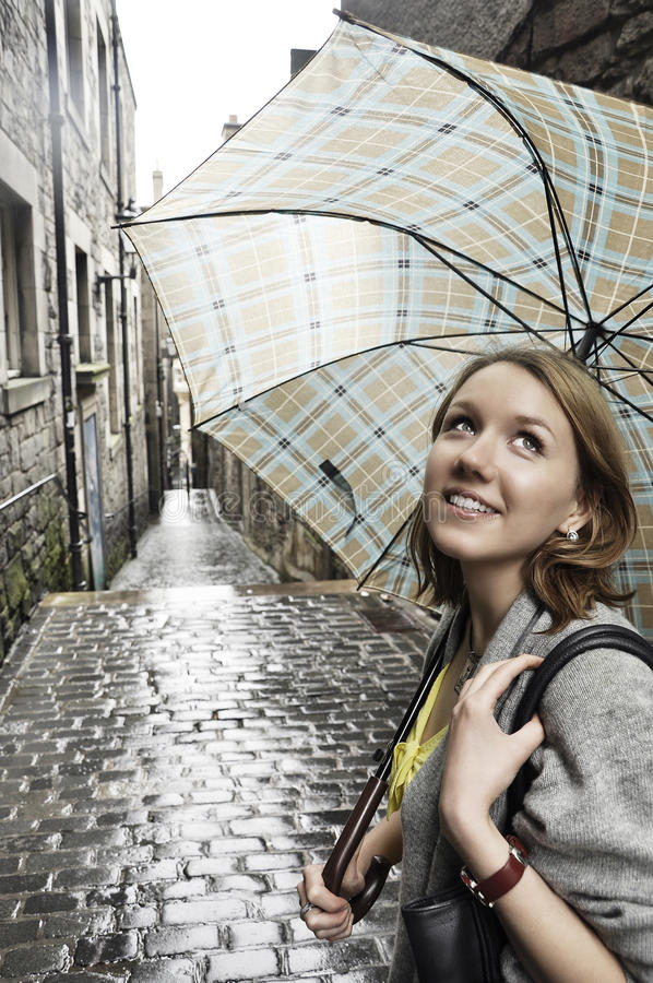 Retrato de la muchacha con el paraguas fotografía de archivo libre de regalías
