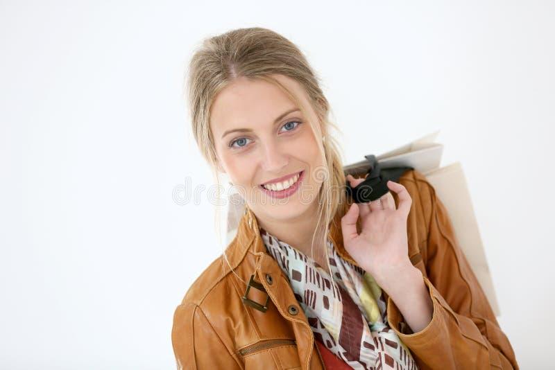 Retrato de la muchacha de compras sonriente fotos de archivo