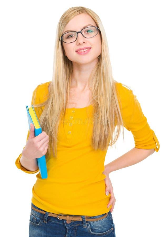 Retrato de la muchacha del estudiante en vidrios con el libro foto de archivo libre de regalías