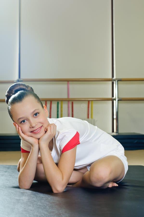Retrato de la muchacha del gimnasta fotos de archivo