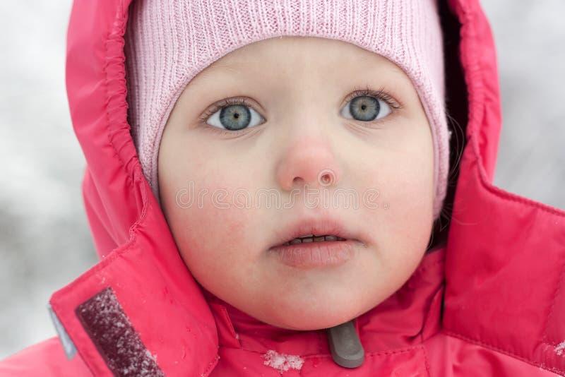 Retrato de la muchacha en color de rosa. foto de archivo libre de regalías